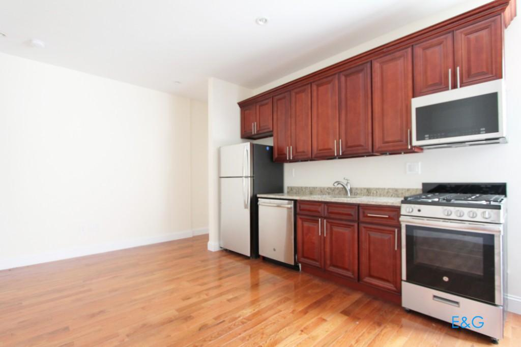NYC Apartments: Washington Heights 4 Bedroom Apartment for Rent