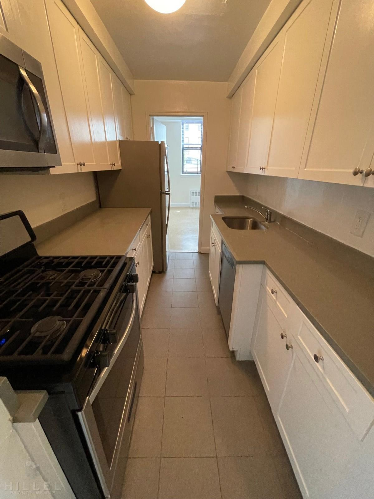 44-35 COLDEN ST., Flushing, NY - 2,595 USD/ month