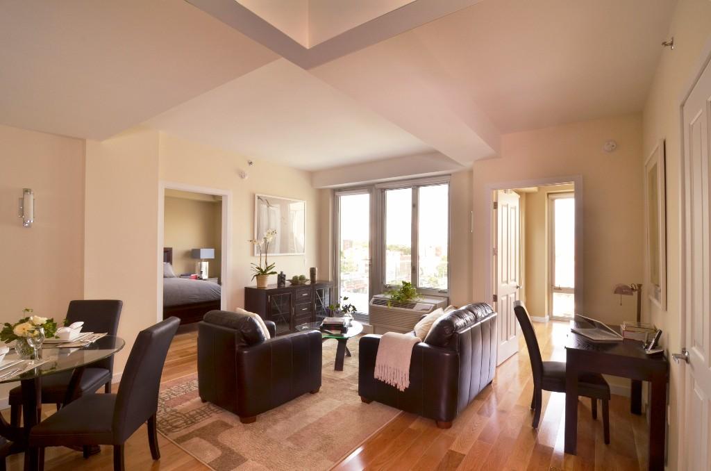 2 Apartment in Elmhurst
