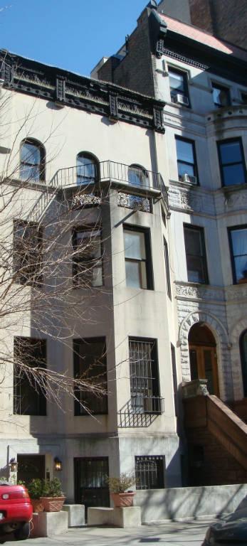 Studio Townhouse in Upper West Side