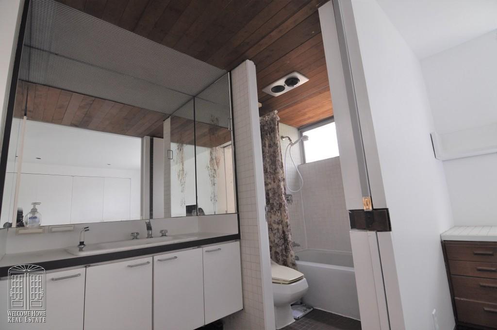 Bathroom_2nd floor