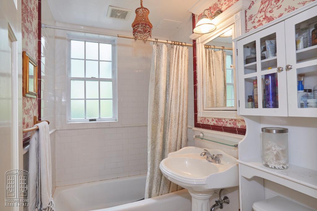 2nd Flr Bathroom