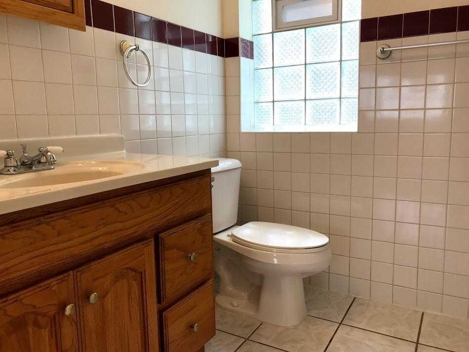 1st floor bath with shower