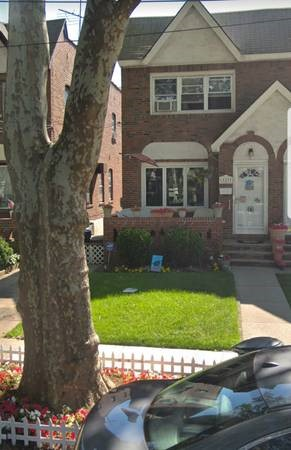 4 House in Ozone Park