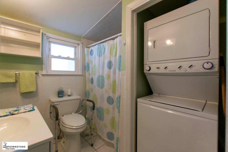 Bathroom (reversed)