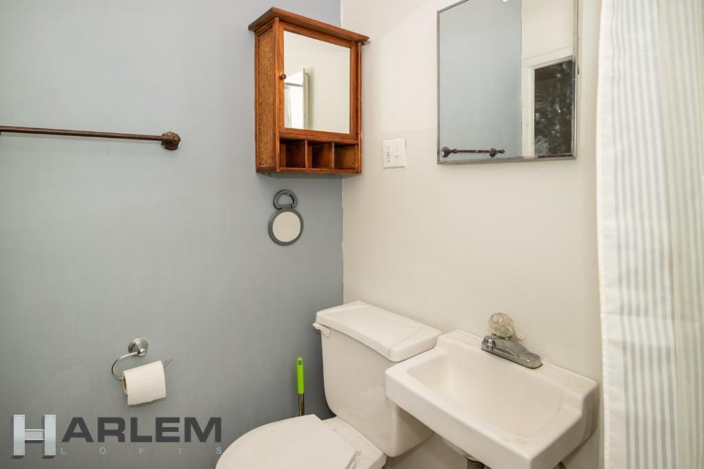 Apt. 4 | Bathroom