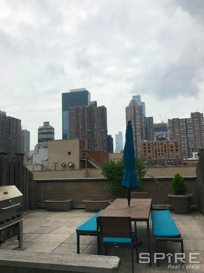 1 Condo in Midtown West