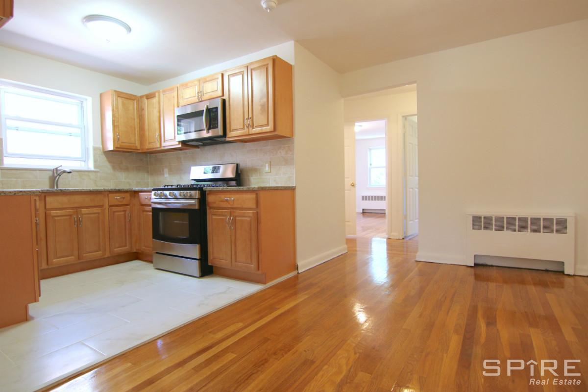 4230 Van Cortlandt Park East, Bronx, NY - 2,300 USD/ month