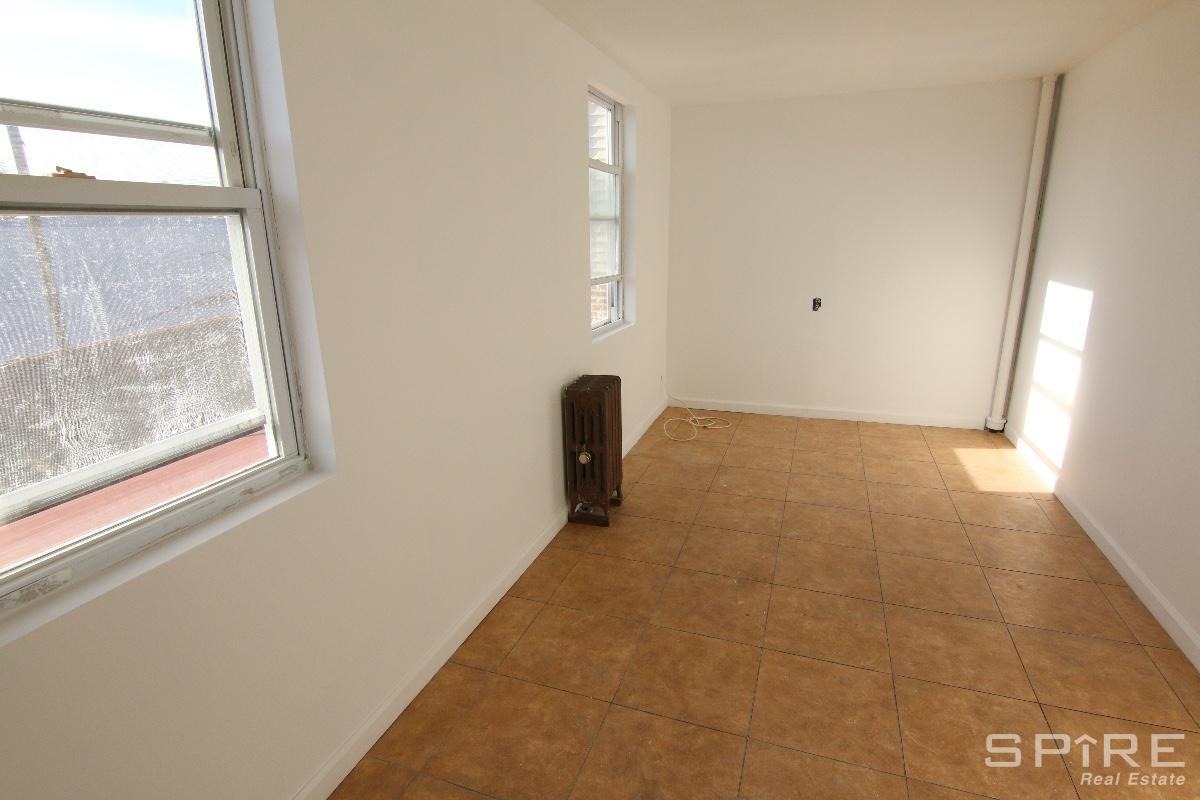 2.5 Apartment in Bronx