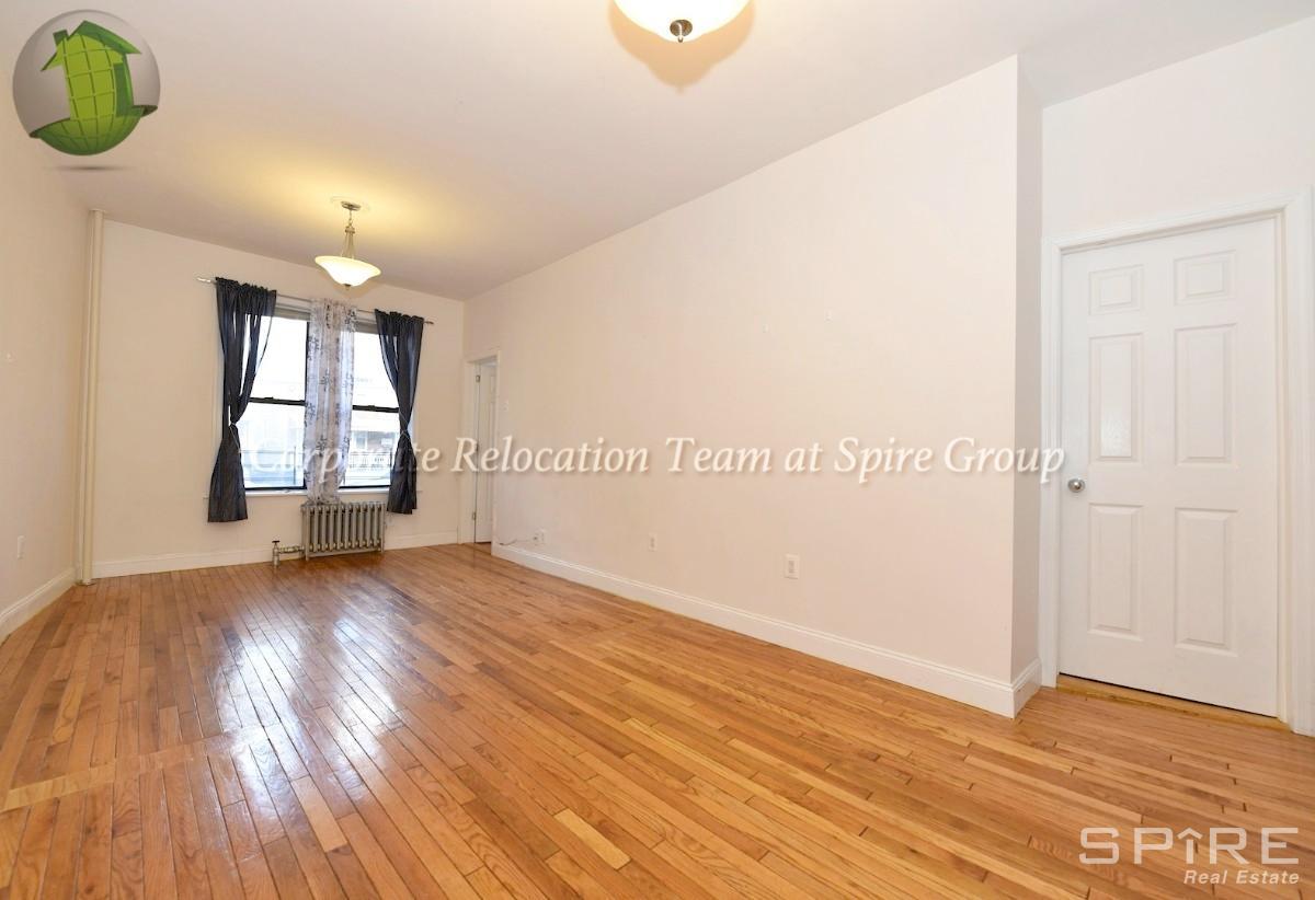 1.5 Apartment in Astoria