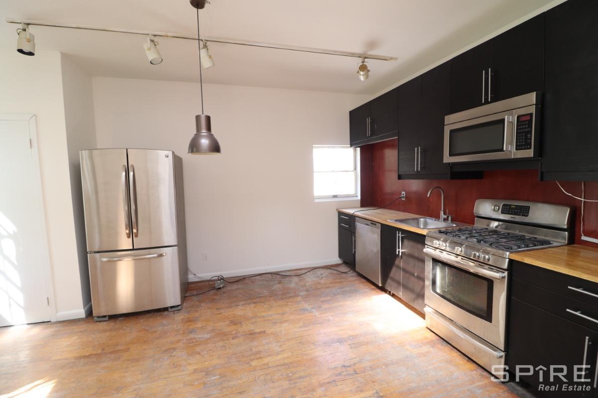 3 Apartment in East Williamsburg