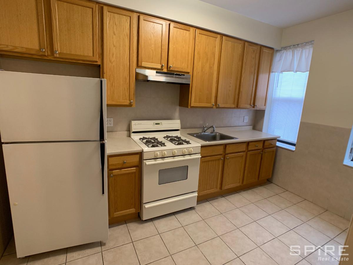 1 Apartment in Astoria