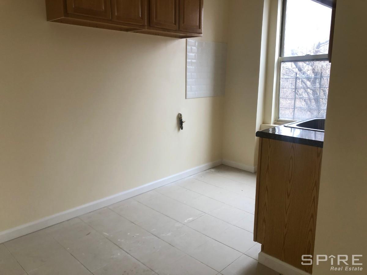 3 Apartment in Homecrest