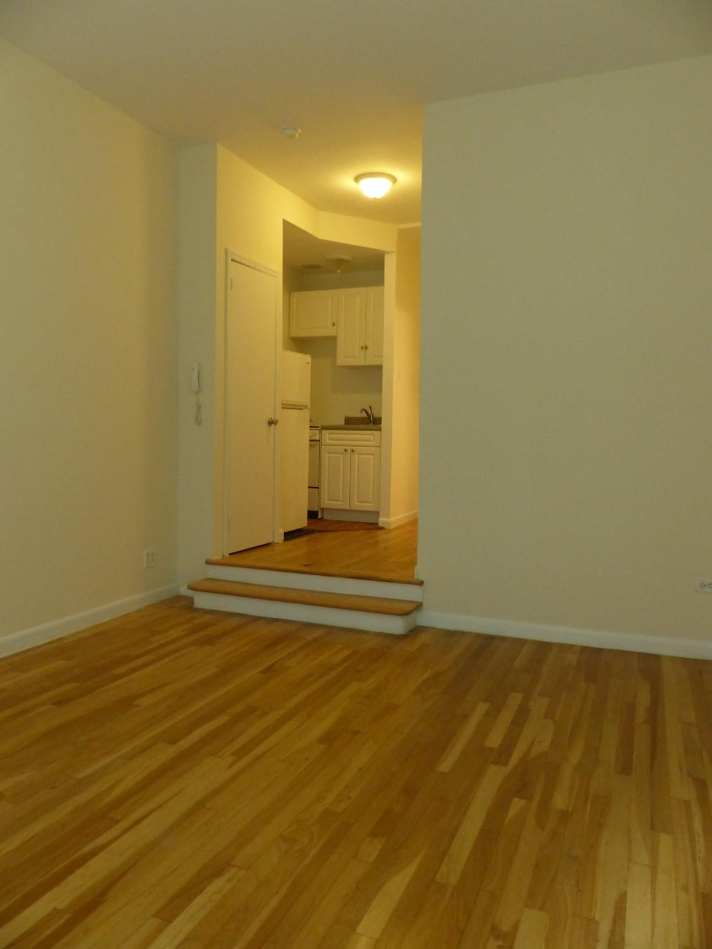 NYC Apartments: Upper West Side Studio Apartment for Rent