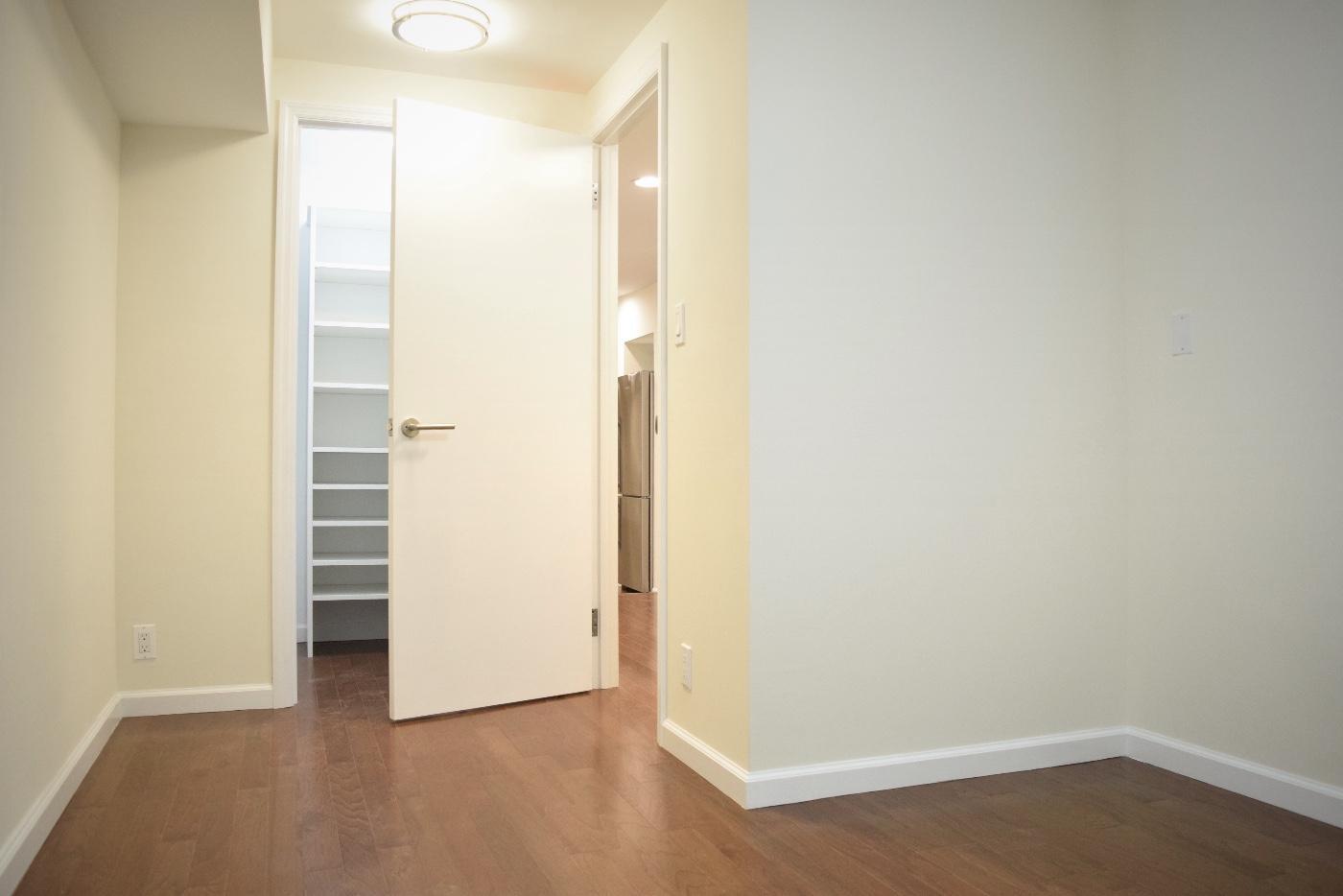 Bedroom 1 w/ Walkin