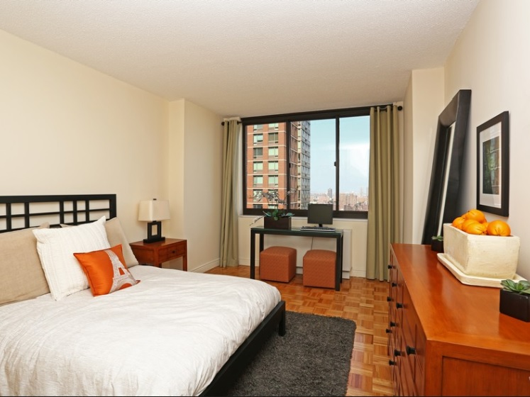 Peachy East 95Th Street New York Apartments Yorkville 3 Bedroom Beutiful Home Inspiration Xortanetmahrainfo