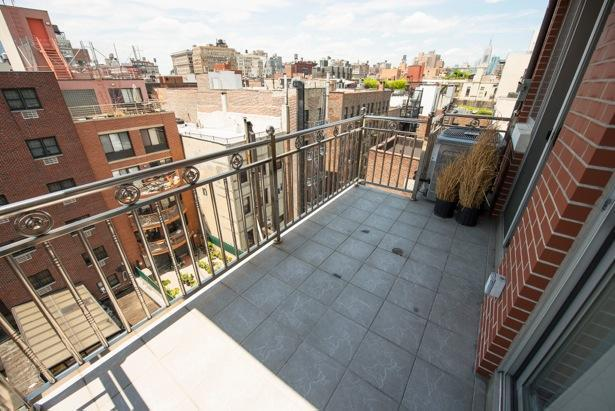 Private Balcony + Rooftop