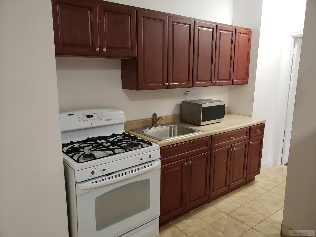 1 Apartment in Prospect Park South