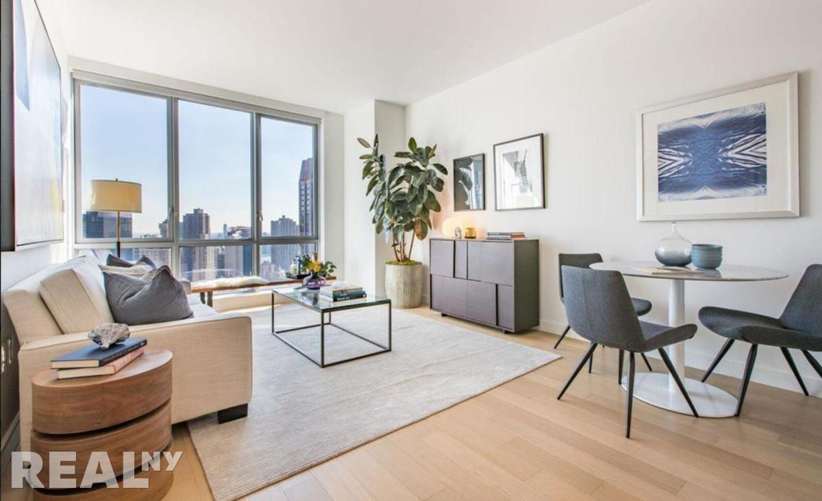 Lower East Side 3 Bedrooms Apartment For Rent Delancey Photo 1 2