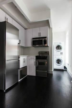 Kitchen w/ washer dryer