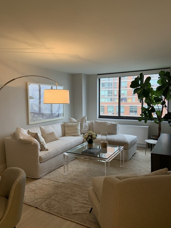 2 Apartment in Yorkville