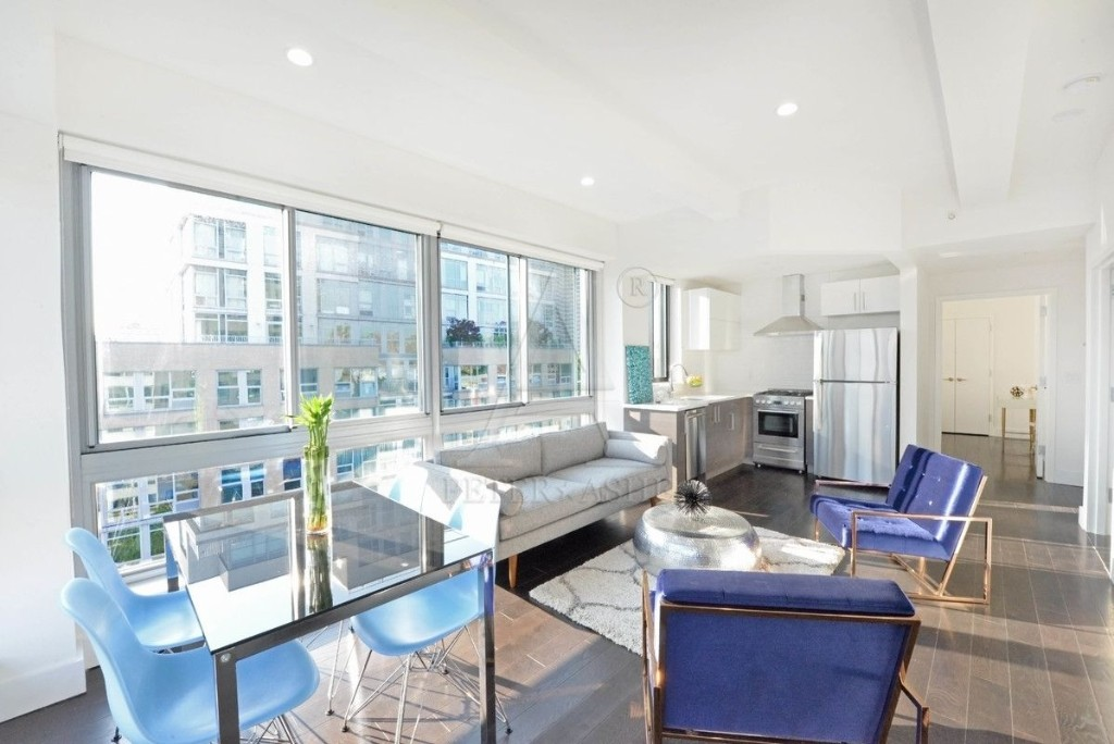 2183 3RD AVE., #403
