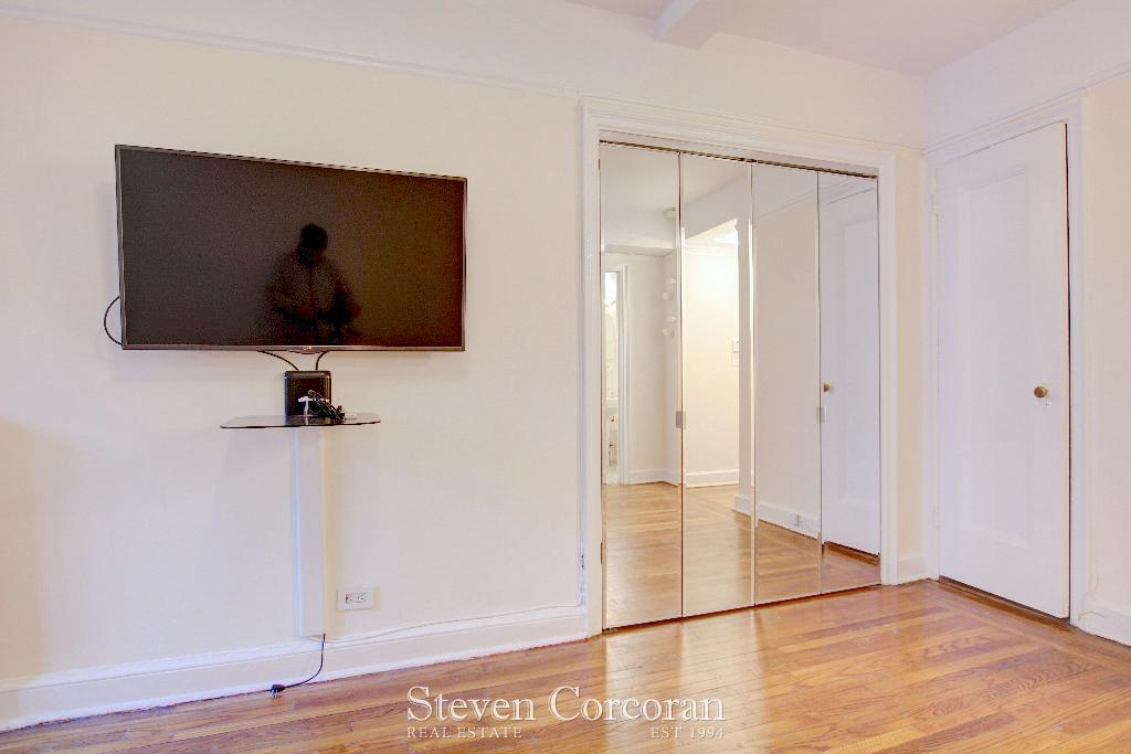 Flat screen TV  Mirrored Murphy Closet