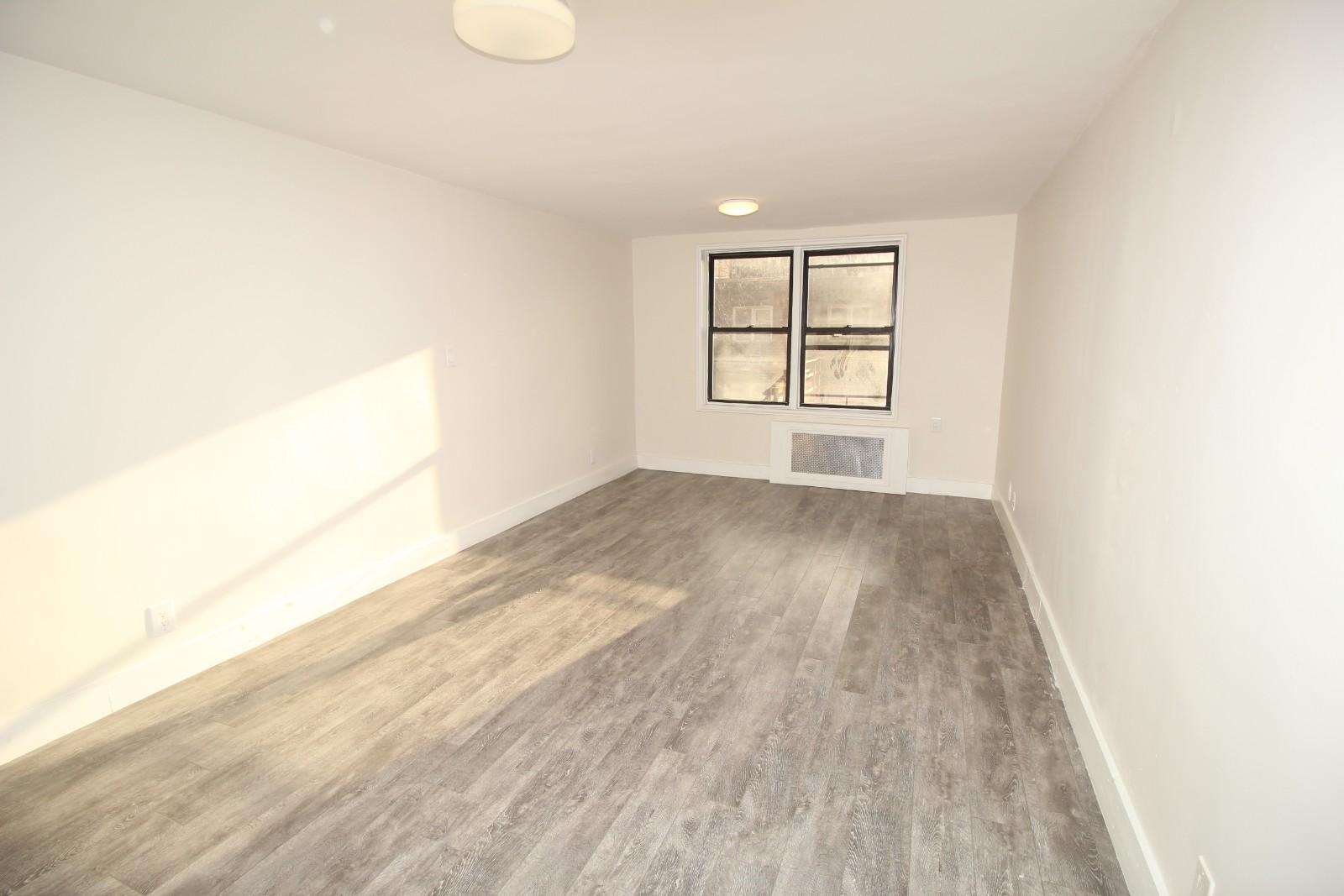 Corona Studio Apartment For Rent Denman Street Photo 1