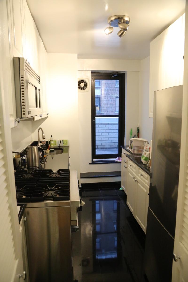 Kitchen w/ Terrace