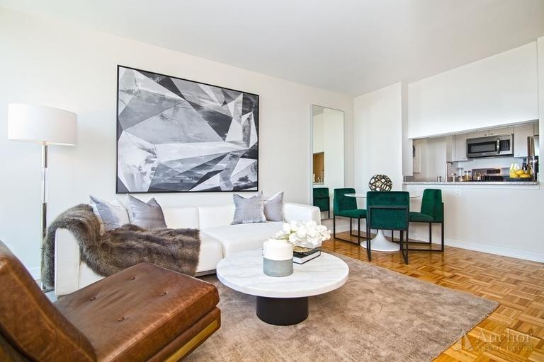 4 Bedroom Apartment in Long Island City