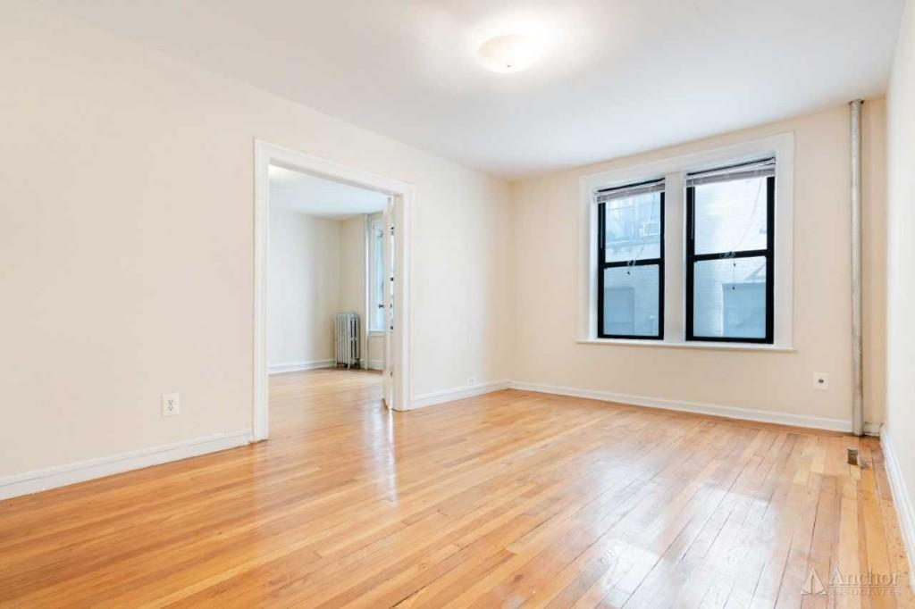 2 Bedroom Apartment in Astoria