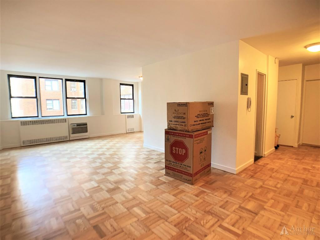 NO FEE! Phenomenal sun drenched one bedroom, Lenox Hill, 24hr doorman, laundry, gym, Carl Schurz prk