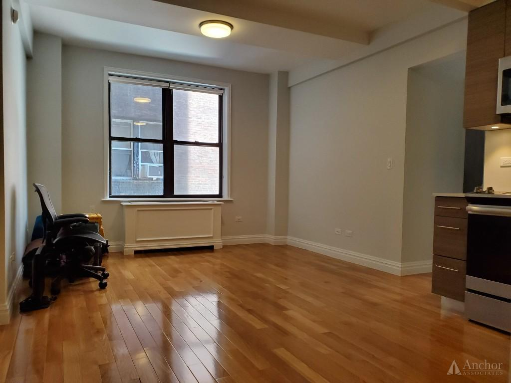 NO FEE~W70th St~Lux DM-Prewar~Total New Gut Renov~2BR~Gym~Lounge $5395