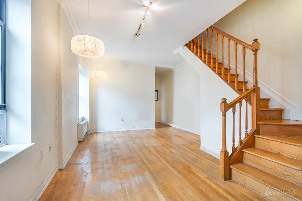 202 W 84th - 3 Bed 3 Bath - Duplex ++ Private Deck ++ Granite Kitchen ++ Huge