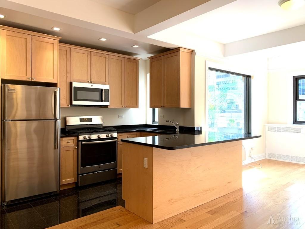 NO FEE! Sun Drenched 2br / 2 bath Penthouse in The Heart of Midtown East! W&D in unit!