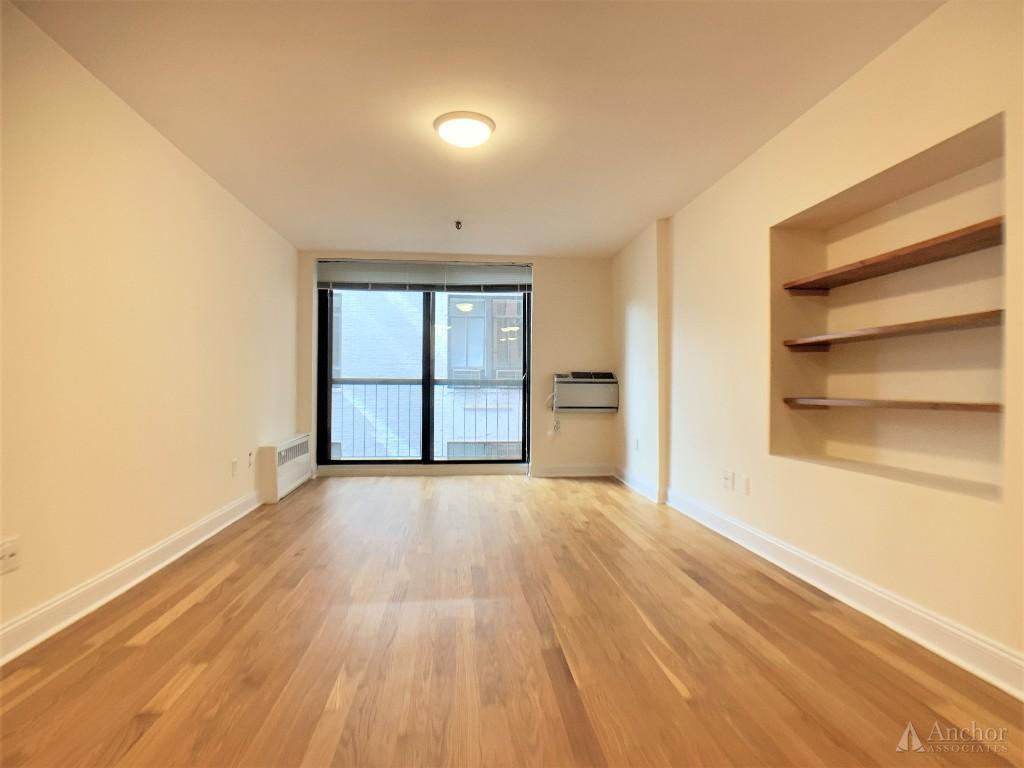 Amazing bright very spacious studio, prime NoHo, luxurious full service building,