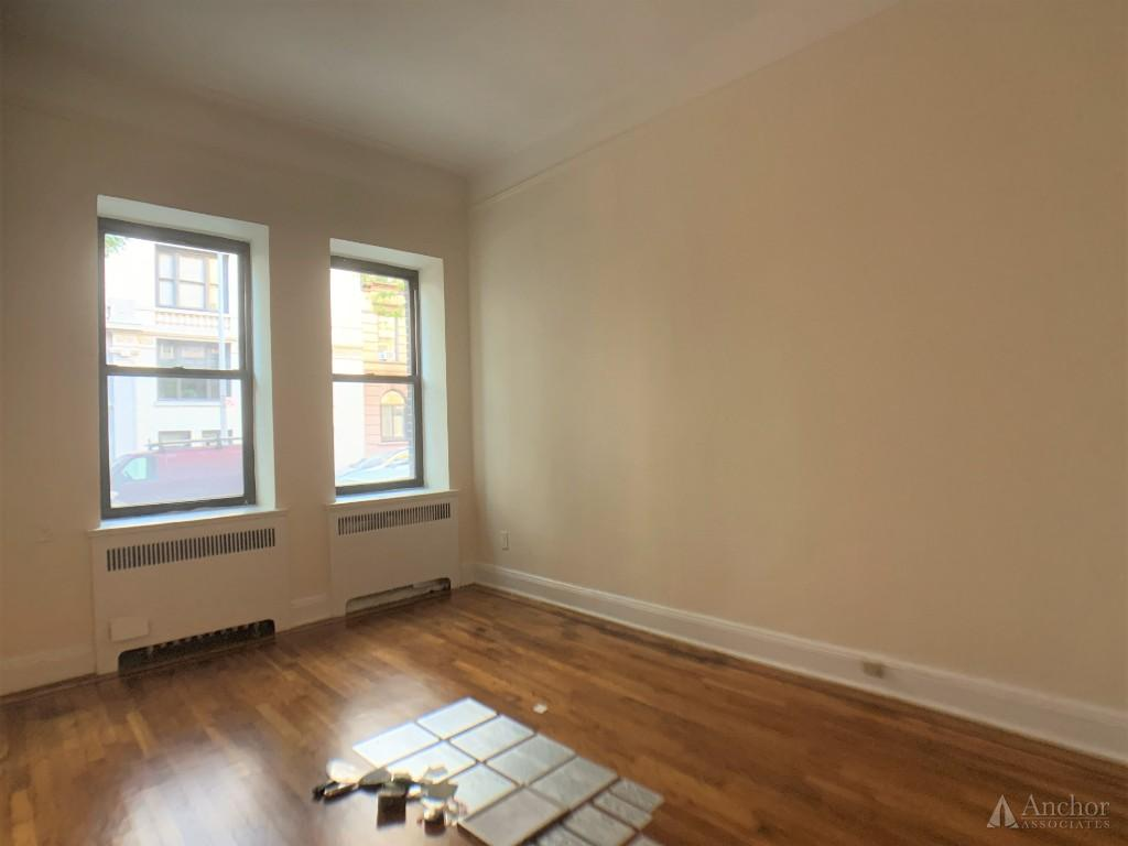 Studio Apartment in Upper East Side