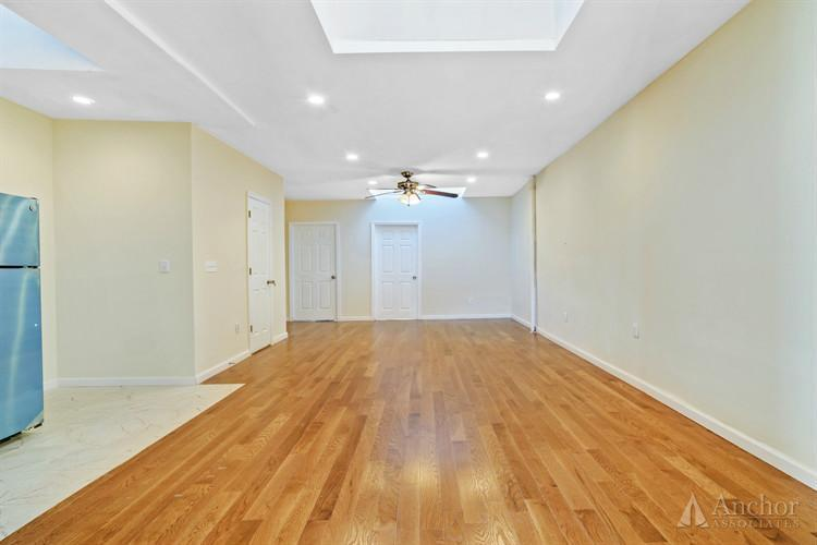 6 Bedroom Townhouse in Bushwick