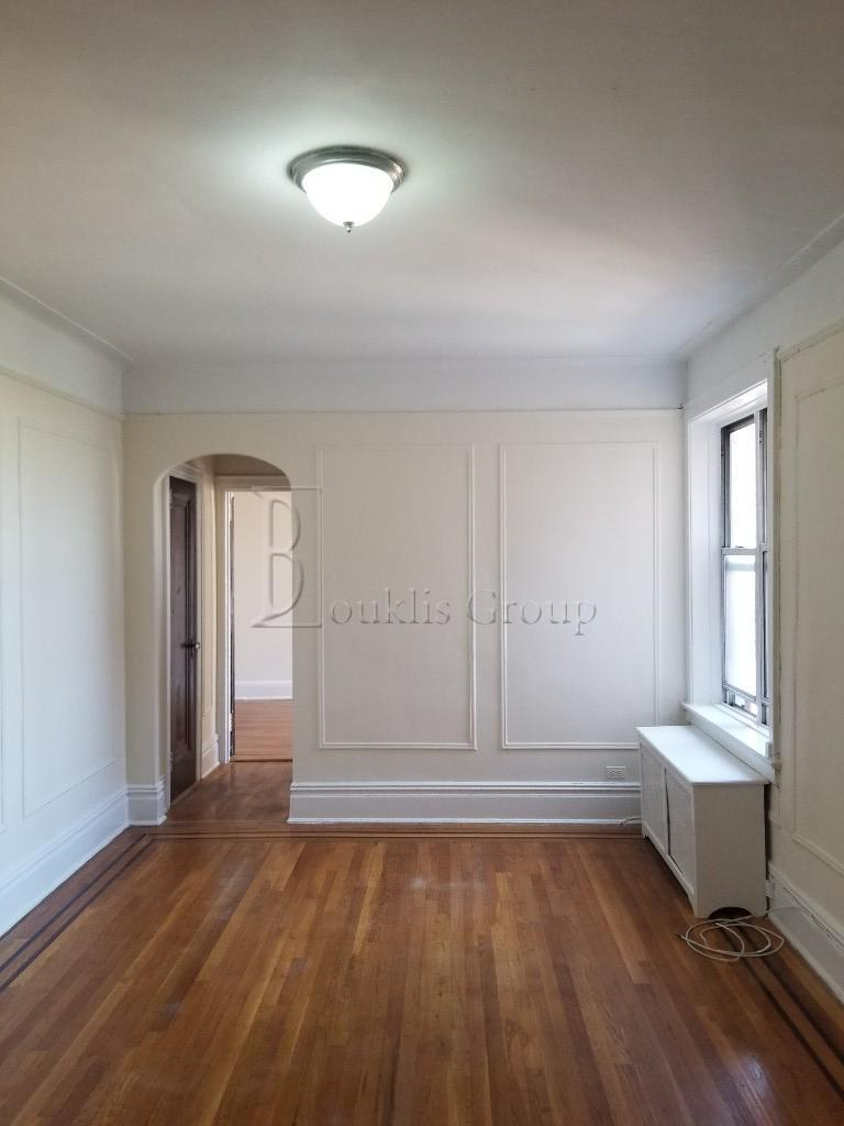 31-09 21st Avenue Steinway-Ditmars Queens NY 11105