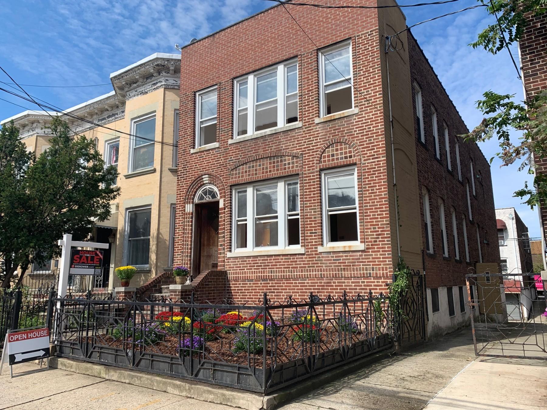 6 Townhouse in Astoria
