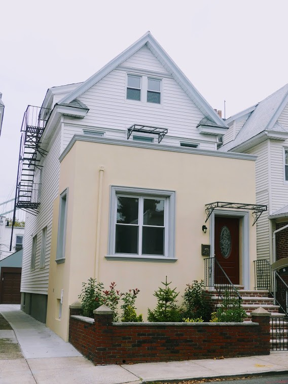 6 House in Brooklyn