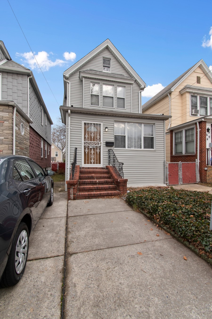 3 House in Forest Hills