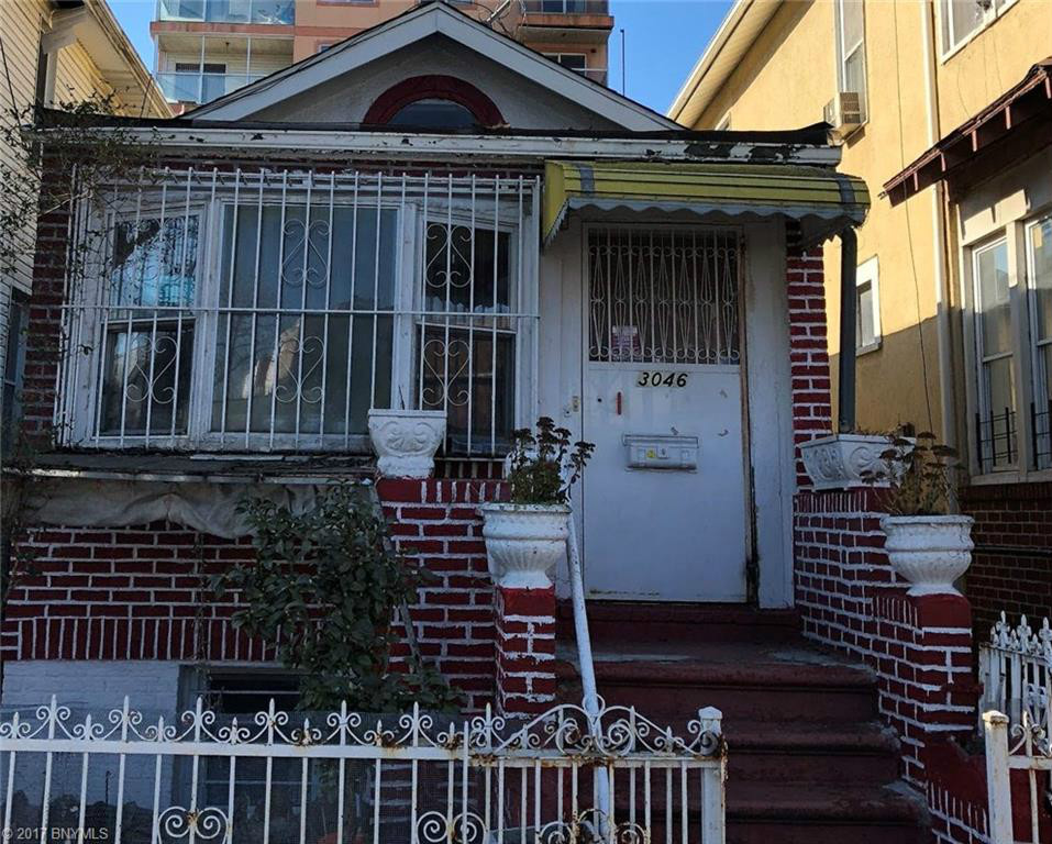 5 House in Brighton Beach