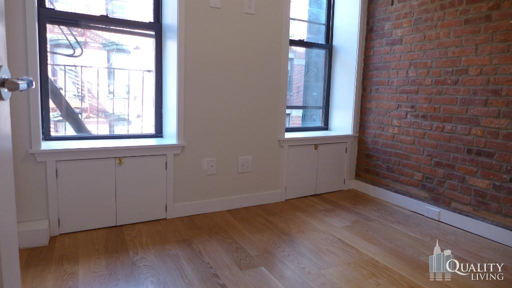 2 Bedroom Apartment in Chinatown