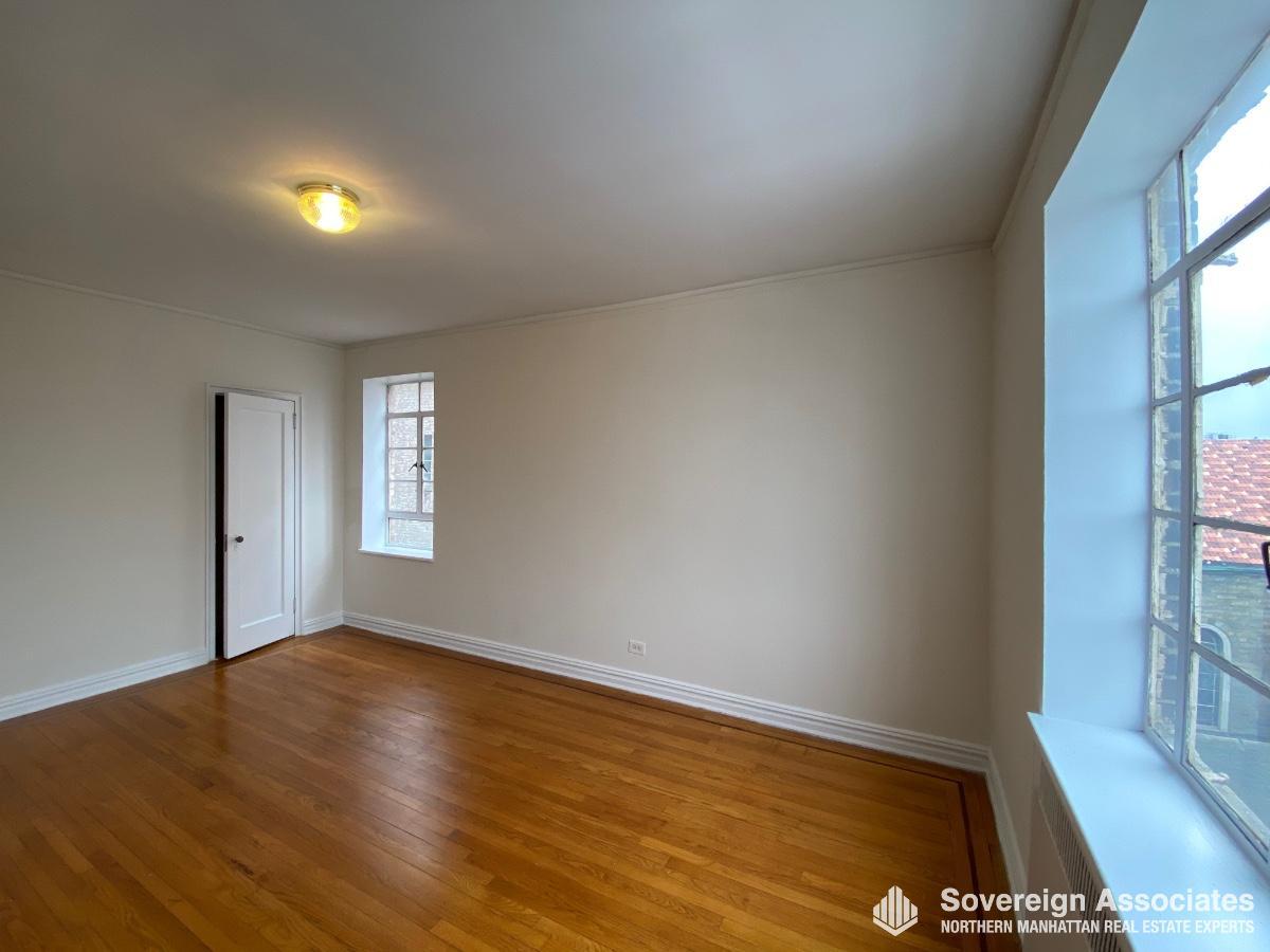 Bedroom w East & South Windows