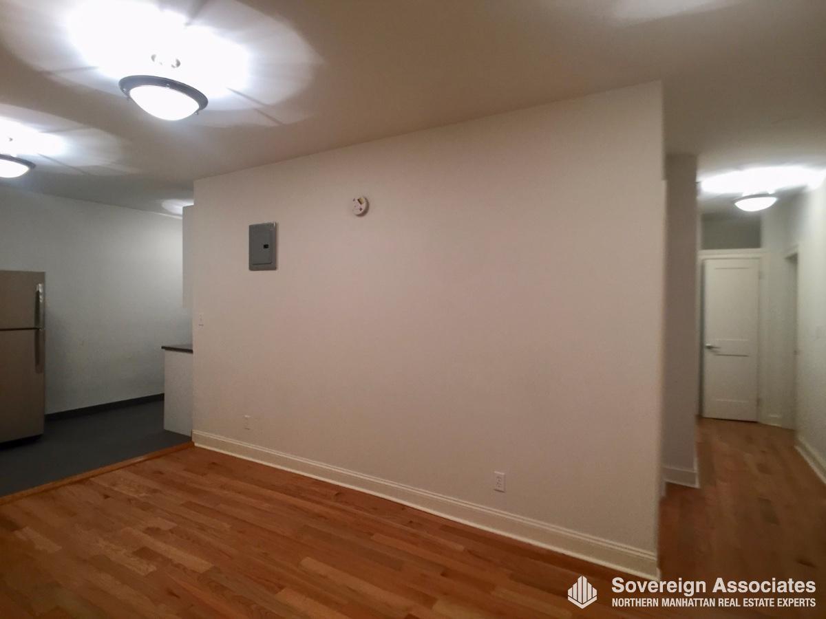 Livingroom & Hallway