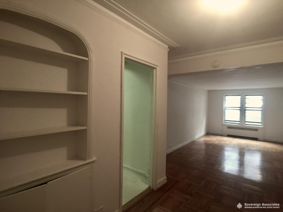 Foyer to Livingroom