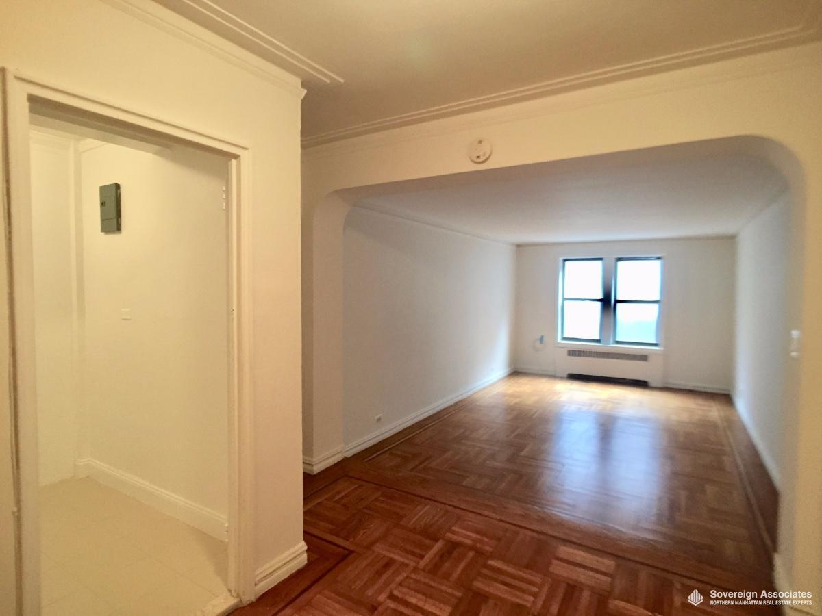 Livingroom w Kitchen entry on Left