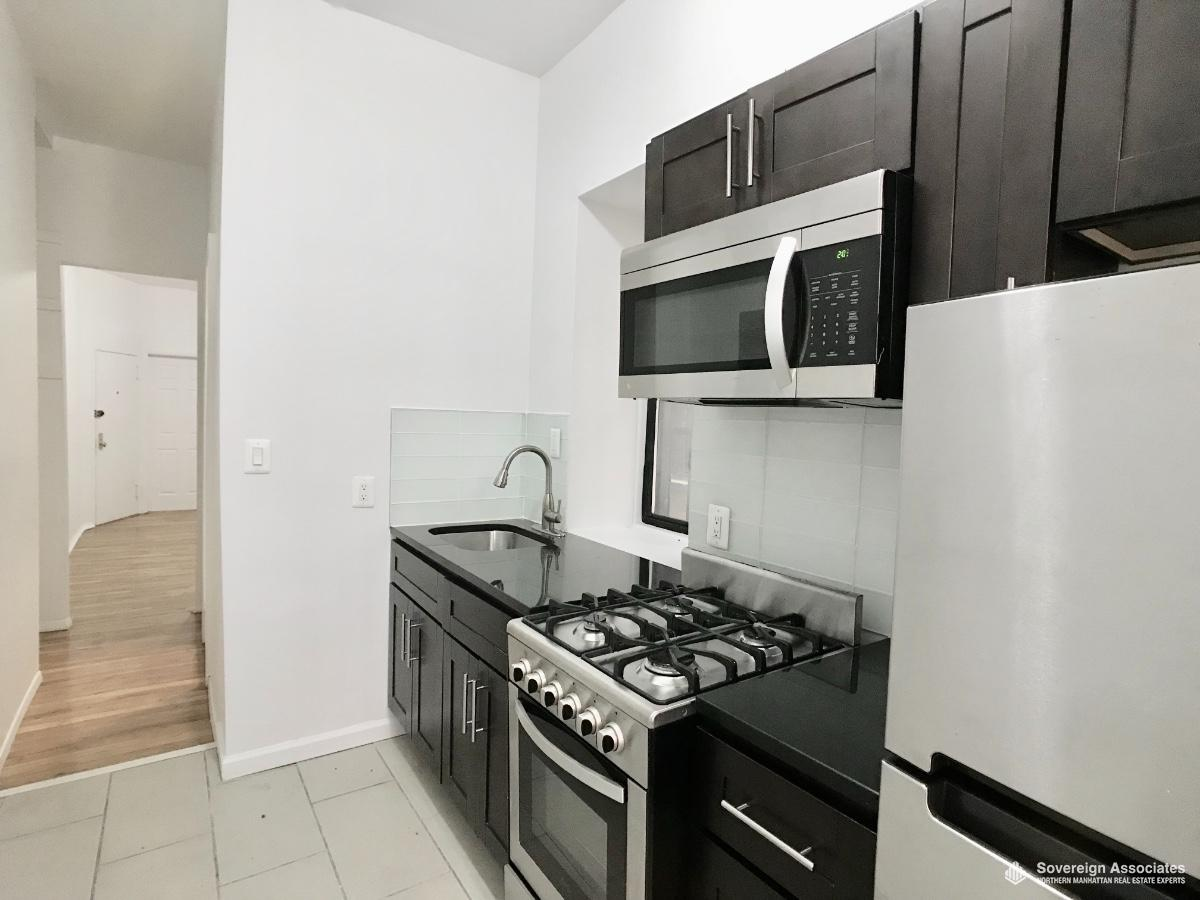 Granite/St steel appliances