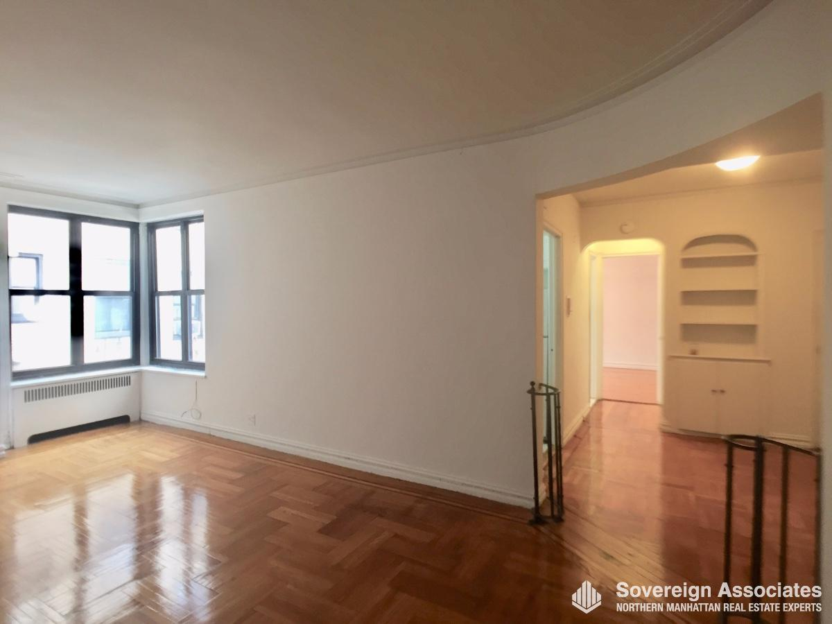 Livingroom  Foyer and Hallway